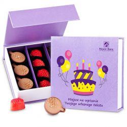 Bombonierka Finesse Lavender no.2 z życzeniami na urodziny. Prezent urodzinowy