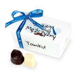 Czekoladowy prezent z okazji Dnia Mężczyzn Ballotin White no.1 z Twoim imieniem